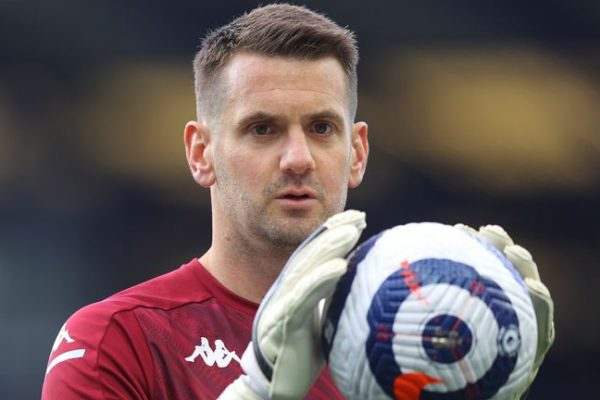 Manchester United signs Tom Heaton